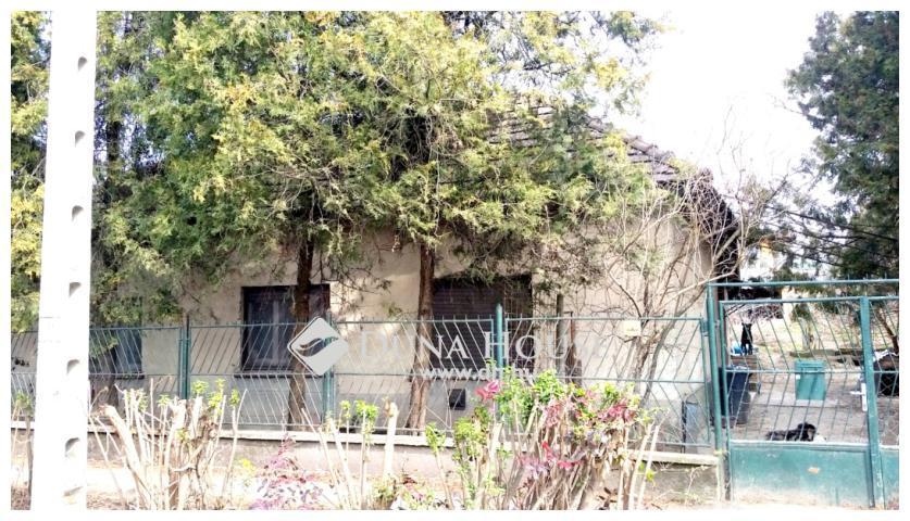 Eladó közepes állapotú ház