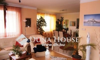 Eladó Ház, Komárom-Esztergom megye, Tata, Csendes utca. Autópályához, hipermarkethez közel.