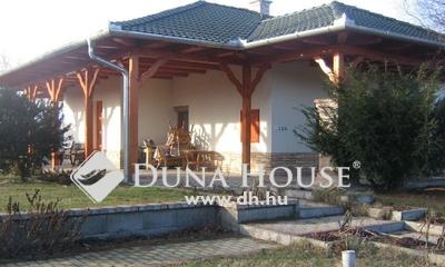 Eladó Ház, Pest megye, Nagykőrös, 2009-ben épült családi ház, nagy telken