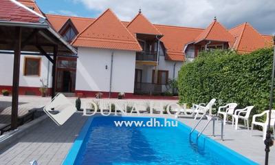 Eladó Szálloda, hotel, panzió, Zala megye, Balatongyörök, körforgalom közelében