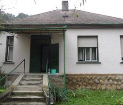 Eladó ház, Komló