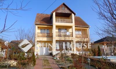 Eladó Ház, Bács-Kiskun megye, Tiszakécske, Gyönyörű környezetben, 11 szobás ház