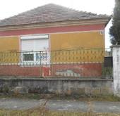 Eladó ház, Hédervár