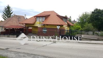 Eladó Ház, Komárom-Esztergom megye, Esztergom, Szent István tér közelében