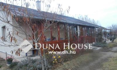 Eladó Ház, Pest megye, Szentmártonkáta, Vasútállomás közeli 3 szobás családi ház