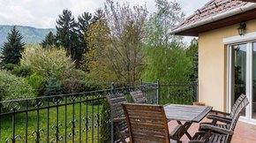 Eladó ház, Budapest 3. kerület, Testvérhegyen újszerű, kétlakásos, családi villa