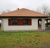 Eladó ház, Iván