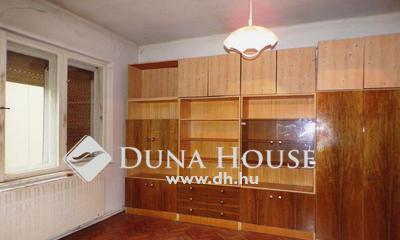 Eladó Ház, Komárom-Esztergom megye, Esztergom, Azonnal birtokbavehető,2 szobás sorházi lakás