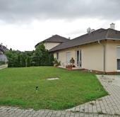 Eladó lakás, Győr, Kertkapcsolatos 84 nm-es lakás autóbeállóval!