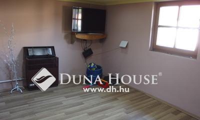 Eladó Ház, Bács-Kiskun megye, Kiskunfélegyháza, Leválasztható összkomfortos utcai házrész