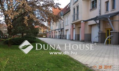 Eladó Lakás, Pest megye, Dunakeszi, Belső két szintes, 4 szobás lakás