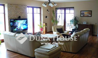 Eladó Ház, Pest megye, Fót, Somlyón, 5 szobás, medencés, luxus ház