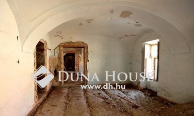Eladó Ház, Veszprém megye, Veszprém, Belvárosi várpanorámás, felújítandó lakóház