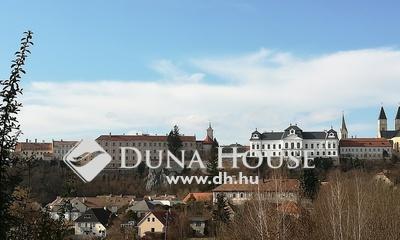 Eladó Ház, Veszprém megye, Veszprém, 4 szintes, várpanorámás családi ház