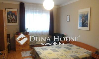 Eladó Ház, Veszprém megye, Veszprém, Központi 3 szobás társasházi lakás garázzsal