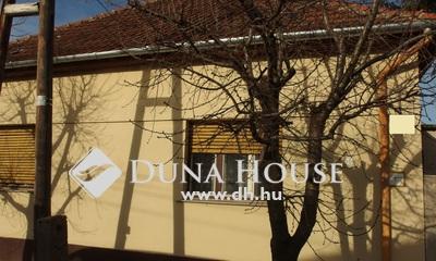 Eladó Ház, Bács-Kiskun megye, Kiskunfélegyháza, Kossuthváros, külön portás, 2+2 szobás családi ház