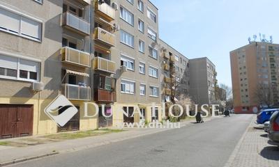 Eladó Lakás, Bács-Kiskun megye, Kecskemét, Szimferopol tér, szépen felújított, ERKÉLYES!