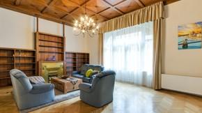 Eladó lakás, Budapest 5. kerület, A Váci u. legszebb házának legszebb lakása!