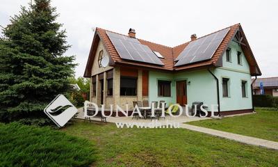 Eladó Ház, Bács-Kiskun megye, Kecskemét, Máriahegy: nappali+4 szobás, napelemes családi ház