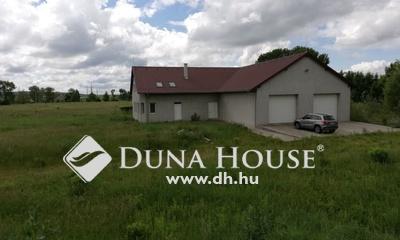 Eladó Ipari ingatlan, Fejér megye, Bicske, Ipari övezet, osztható terület