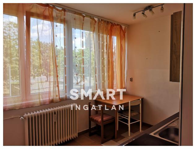 Eladó Lakás, Vas megye, Szombathely, Költözhető 2 szobás erkélyes lakás másodikon!