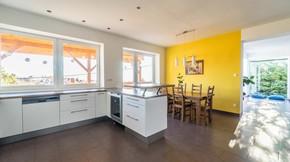 Eladó lakás, Budapest 12. kerület, Széchenyi-hegyen ikerház eladó