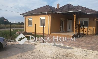 Kiadó Ház, Fejér megye, Székesfehérvár, Feketehegyen, buszmegálló közelében