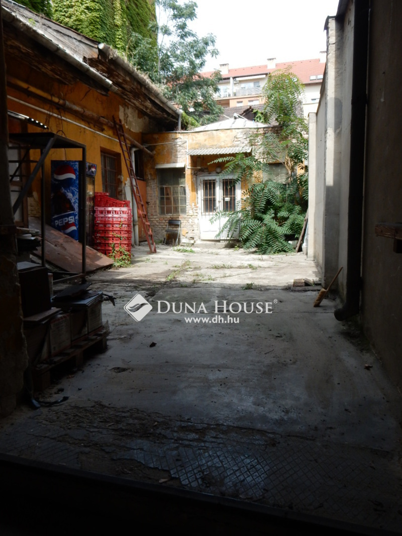 Eladó családi ház Budapest 08. kerület