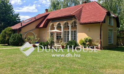 Eladó Ház, Bács-Kiskun megye, Kecskemét, Csodaszép parkos kerttel, igényes családi ház