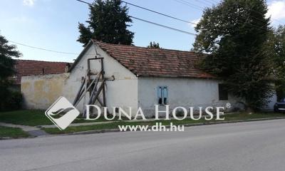 Eladó Ház, Fejér megye, Bicske, Központi 2 lakásnak alkalmas ingatlan