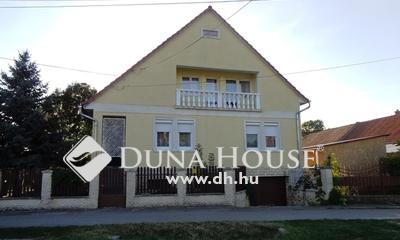 Eladó Ház, Bács-Kiskun megye, Izsák, Jó helyen szép ház sok szobával eladó