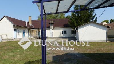 Eladó Ház, Komárom-Esztergom megye, Tát, Fő út