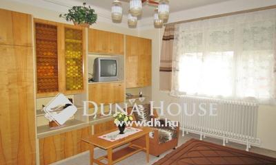 Eladó Ház, Hajdú-Bihar megye, Debrecen, Kerekestelep aszfaltozott utcájában
