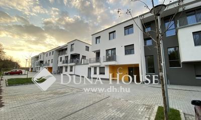 Eladó Lakás, Veszprém megye, Veszprém, Földszinti lakás nagy terasszal, kertrésszel