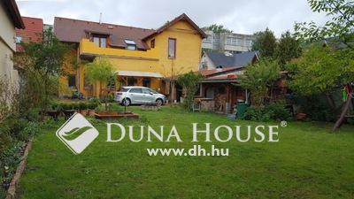 Eladó Ház, Budapest, 15 kerület, Pestújhelyen 3 generációs családi ház eladó