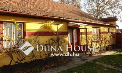Eladó Ház, Bács-Kiskun megye, Kiskunfélegyháza, Kossuthváros elején családi ház üzlettel