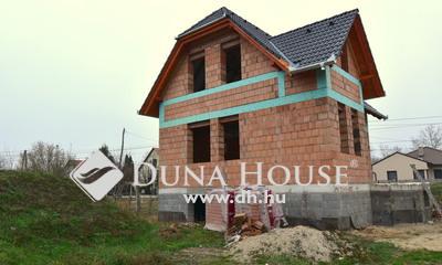 Eladó Ház, Bács-Kiskun megye, Kecskemét, Nappali + 4 szobás szerkezetkész családi ház!