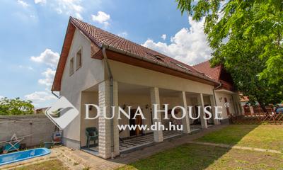 Kiadó Ház, Budapest, 19 kerület, 2000-ben épült két szintes ház több autóbeállóval