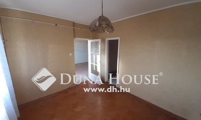 Eladó Lakás, Komárom-Esztergom megye, Tatabánya, Nagy erkélyes, központhoz közeli lakás