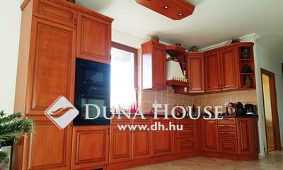 Eladó Ház, Pest megye, Vecsés, Lakóparki környezet,mediterrán stilusú ikerház.