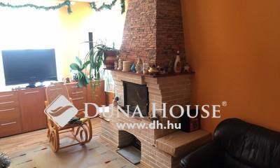 Eladó Ház, Pest megye, Törökbálint, Művelődési Háznál több lakrészes családi ház