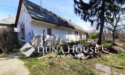Eladó Ház, Tolna megye, Tolna, Központ közeli, rendezett utcában felújítandó ház