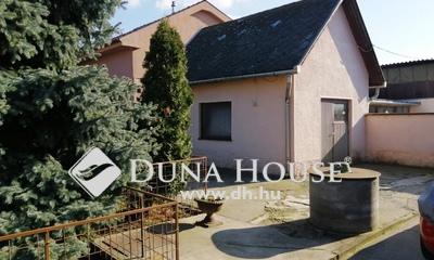 Eladó Ház, Pest megye, Vecsés, Vecsés csendes mellék utcájában 3 szintes ház