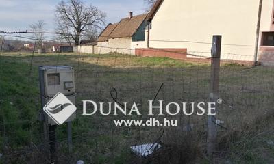 Eladó Telek, Fejér megye, Bicske, Központi két lakás építésére alkalmas