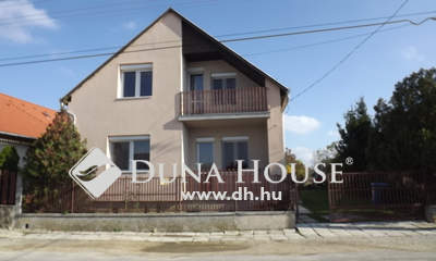 Eladó Ház, Veszprém megye, Veszprém, Szépen karbantartott családi ház 5 szobával!