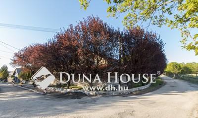 Eladó Ház, Fejér megye, Etyek, központhoz közeli csendes utcában medencés ház