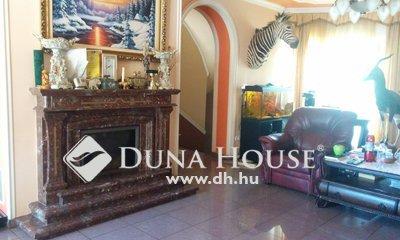 Eladó Ház, Budapest, 15 kerület, Luxusingatlan kiváló infrastruktúrával