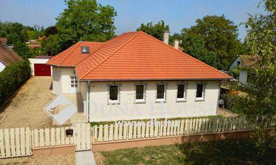 Eladó Ház, Bács-Kiskun megye, Kecskemét, 2004-ben kialakított, tágas terekkel
