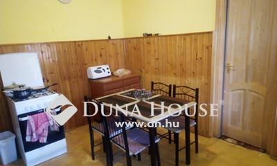 Eladó Ház, Pest megye, Szentmártonkáta, kertes házas környezet, vasútállomáshoz közel