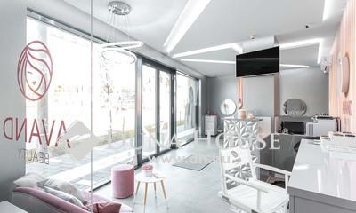 Eladó üzlethelyiség, Hajdú-Bihar megye, Debrecen, Széchenyi Residence-ben egyedi kialakítású szépség